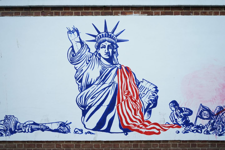 Graffiti de la Estatua de la Libertad en la antigua embajada de EEUU Teheran