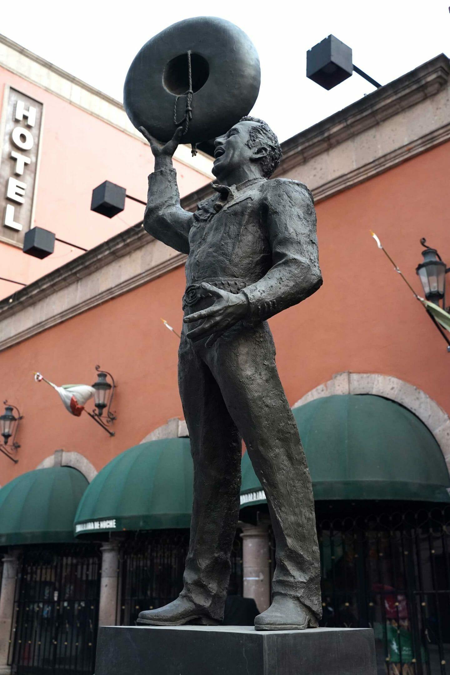 estatua-mariachi-garibaldi